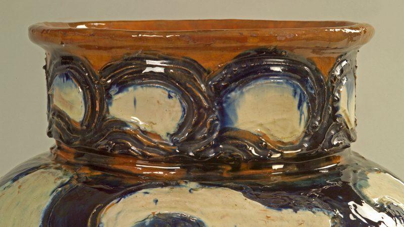 Vase af Thorvald Bindesbøll. SKM 1453 (detalje). Skagens Kunstmuseer.