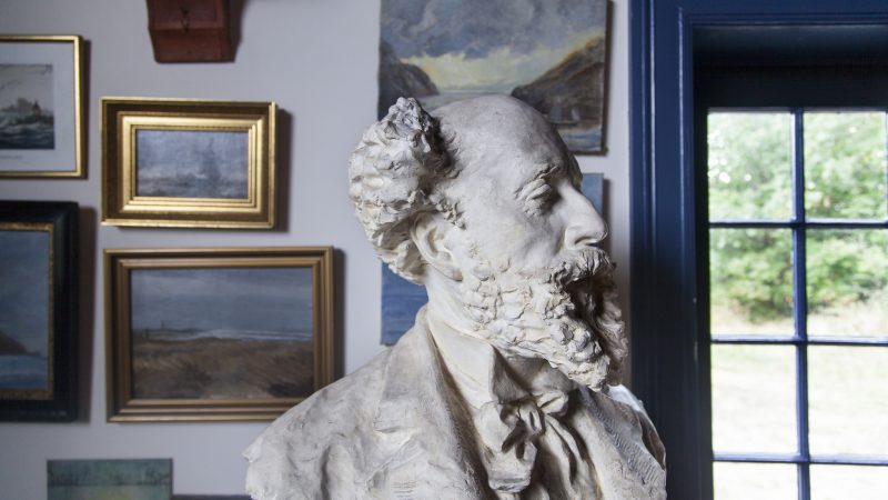 Buste af Holger Drachmann. Drachmanns Hus