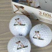 """Golfbolde af mærket Titleist   Æske 1   Motiv: Inspireret af P.S. Krøyers billede """"Roser"""". 1893"""
