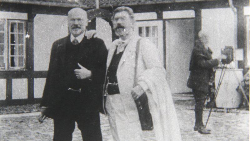 Michael Ancher og P.S. Krøyer foran Villa Dagminne