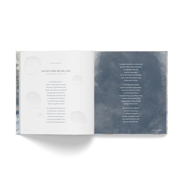 Opslag fra bogen 'Jeg er Hav' med gengivelse af digt